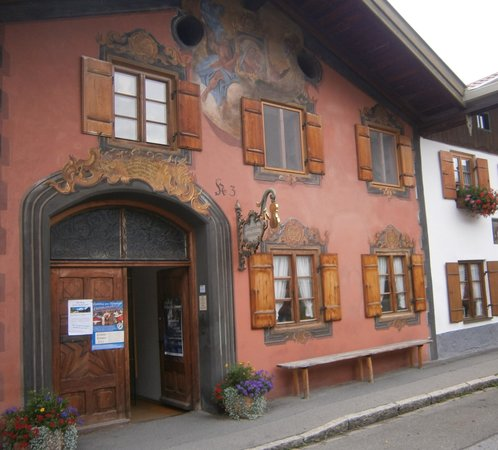 Hotel Alpina: Violin museum in Mittenwald
