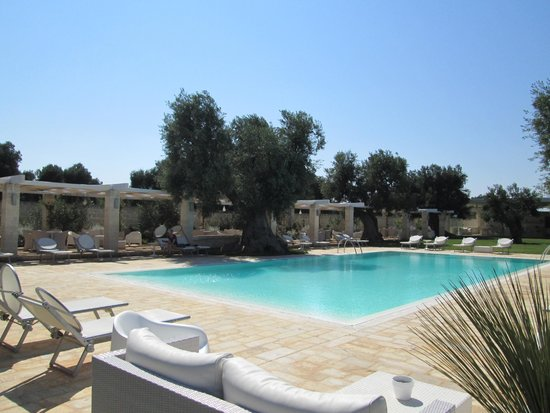 Masseria Torre del Diamante : Peace at the  pool