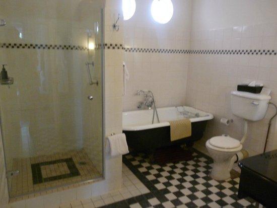The Victoria Falls Hotel: salle de bains