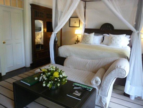 The Victoria Falls Hotel: grand lit confortable