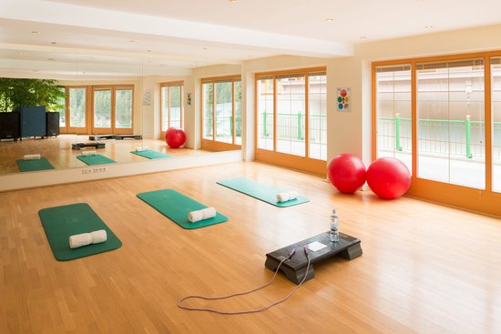 Wellnesshotel Bergland: Sport programs, such as Zumba and smovey walking