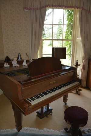 Deeside Country House: Pianoforte
