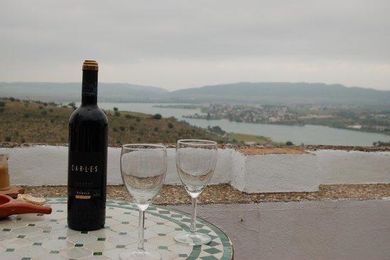 La Casa de Bovedas Charming Inn: Gozando de un buen vino con excelente vista