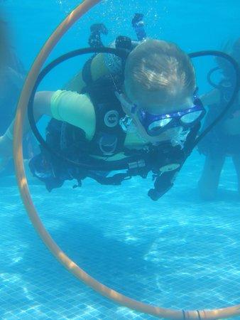 Marinda Garden Aparthotel: Scuba diving in the pool.