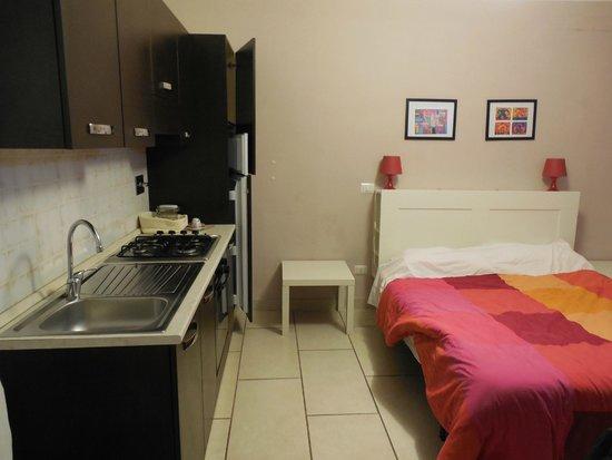 Affittacamere Il Vecchio Treno : cucina e camera da letto