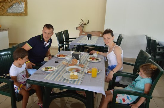 Larissa Blue Resort: YEMEK SALONU