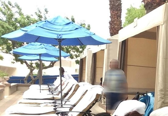 MGM Grand Hotel and Casino: Each Cabana has 4 loungers with an umbrella