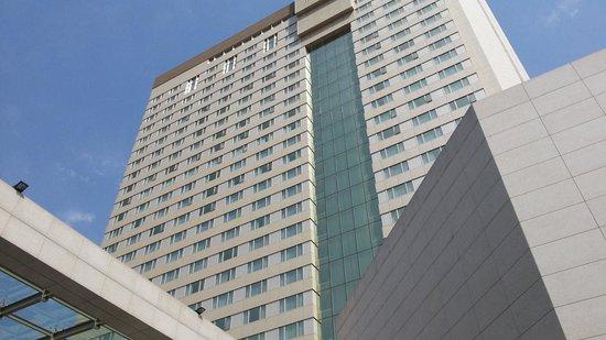 Parsian Azadi Hotel: Exterior, Front Entrance