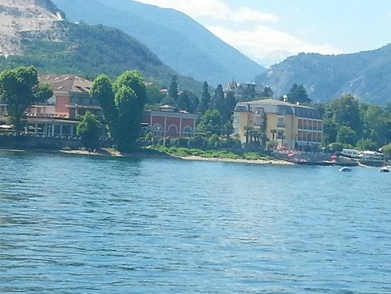 Hotel Rigoli: Hotel seen from the lake