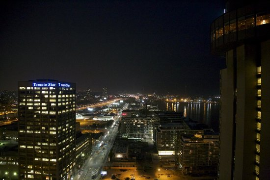 The Westin Harbour Castle, Toronto: Abends (Eckfenster)