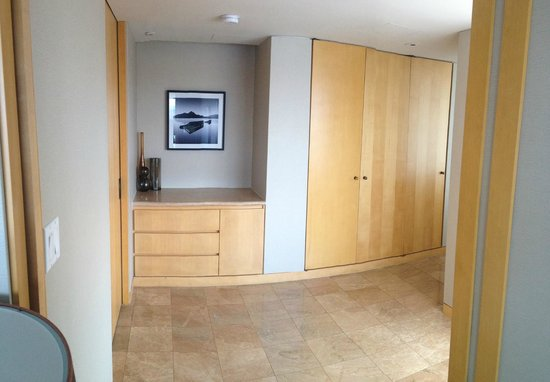 Inn at Laurel Point: View of the dream suite hallway from the bedroom
