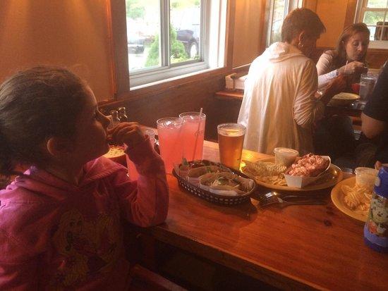 Lobster Shack: Terrific fish tacos, pink lemonade, lobsta rolls and beer :-) cozy dining room to boot.
