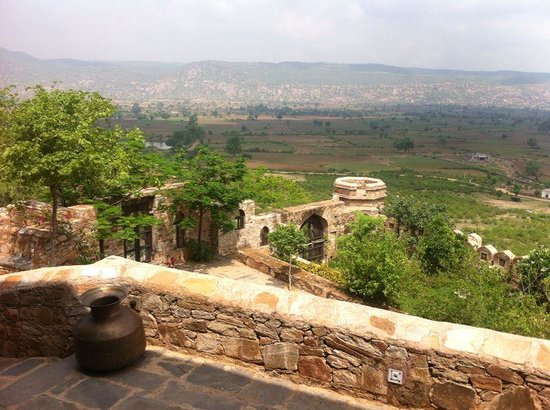 Dadhikar Fort: view of Alwar district