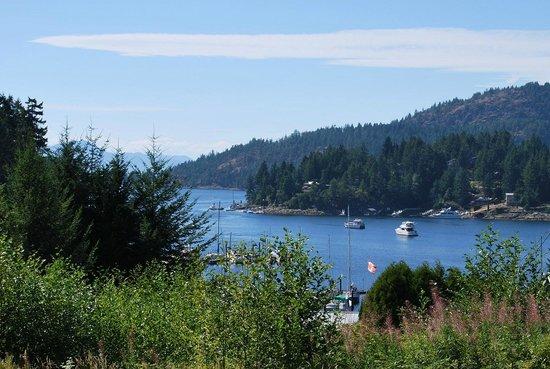 Enchanter Oceanview Suites: Breakfast view from the deck