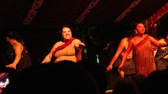 Pueblo maorí Tamaki: Cultural show.