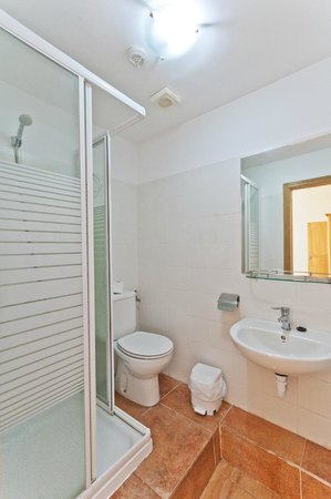 Hostal Kasa Gran Canaria: baño de habitación doble