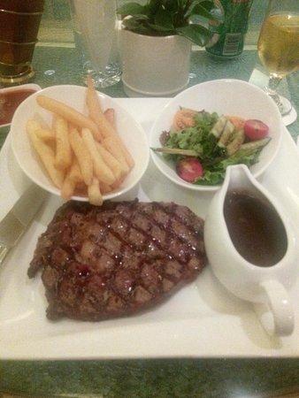 Crowne Plaza Shanghai Fudan: steak at the restaurant