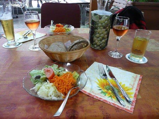 Gasthaus-Hotel Zum alten Salzfass: Ein frischer Salat mit gutem Dressing