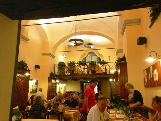 Le Grazie: Beautiful indoor dining, too!