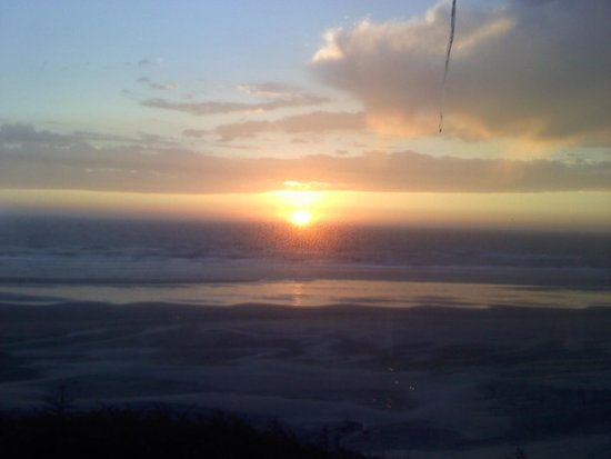 Shilo Restaurant: amazing sunset from the Shilo Inn Dining Room
