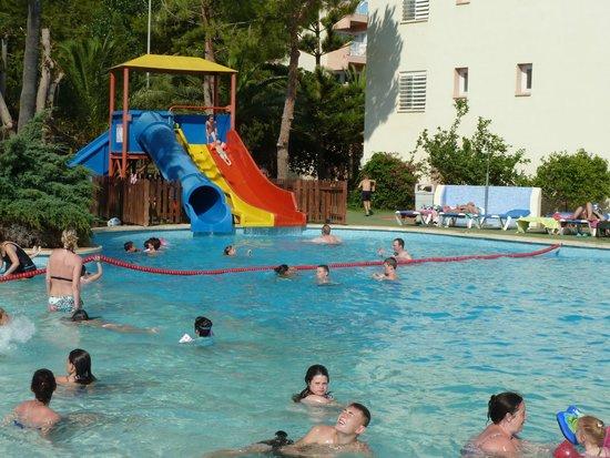 HYB Eurocalas: toboggan qui donne dans la piscine