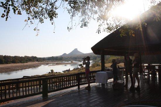 Aha Sefapane Lodge and Safaris: Ontvangst in de River Lodge