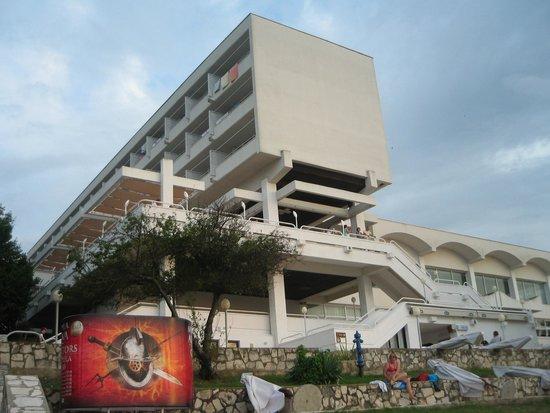 Brioni Hotel : a szálloda a part felöl