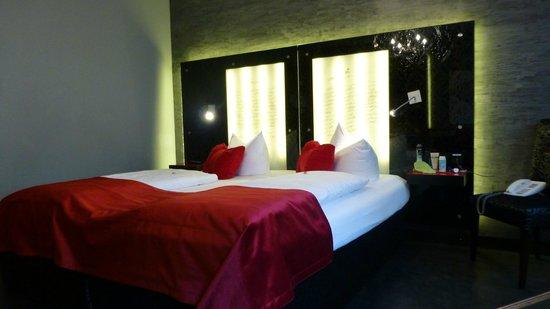 Hotel Sonne: Bed/headboard