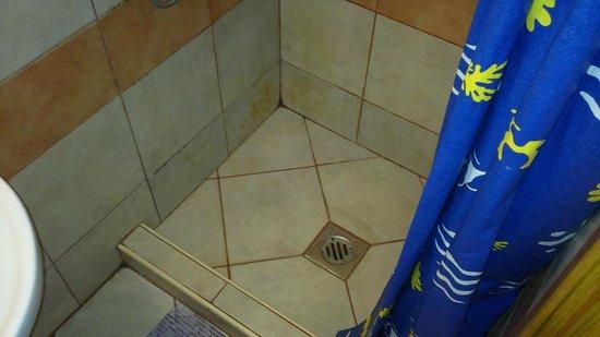 Elvis Guesthouse: bathroom
