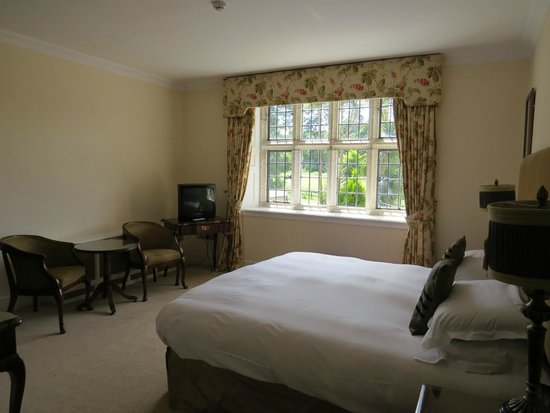 Waterford Castle Hotel & Golf Resort: The Browne Room