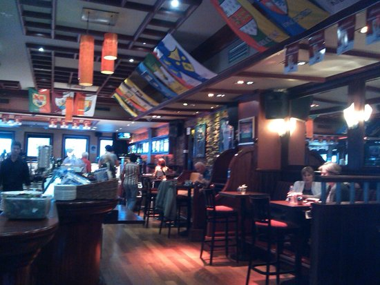Harcourt Hotel: pub