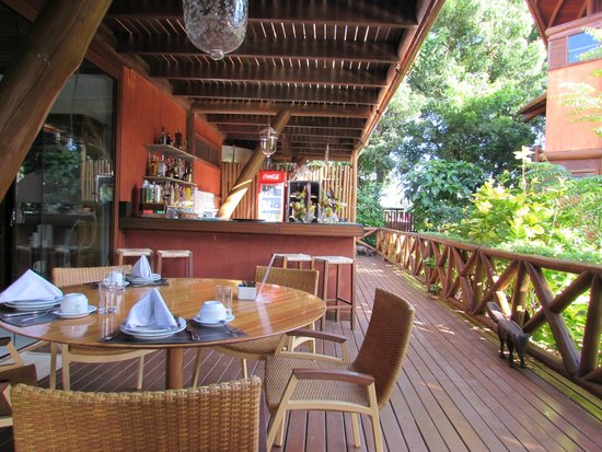 Pousada Triboju: Outdoor dining area/bar