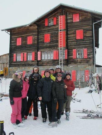 Casa Della Vita : winter skiing with friends