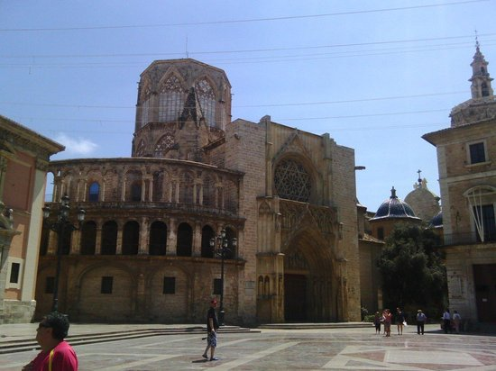 Plaza de la Virgen, acceso Almunia