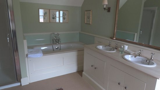 Dumfries House Lodge: Bathroom
