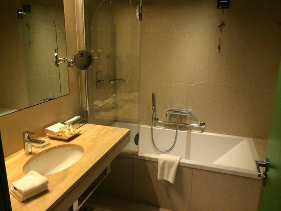 Domina Prestige St.Petersburg: bathroom