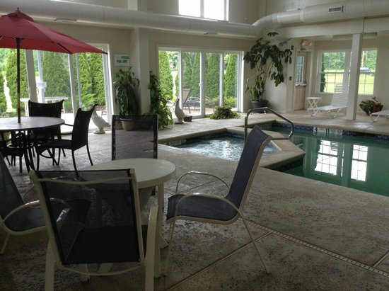 Webbs Year Round Resort: pool and hot tub