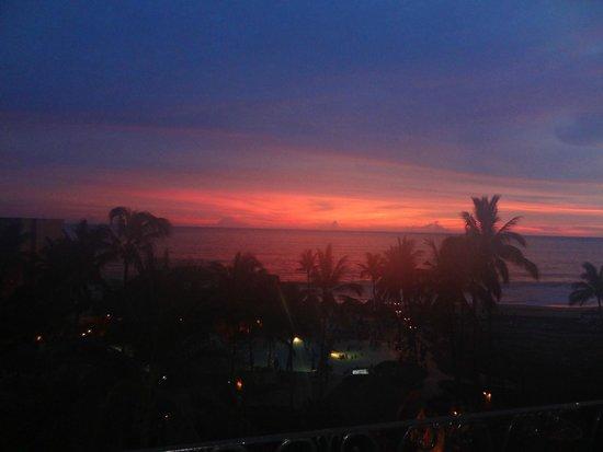 Torres Mazatlan Resort: sunset