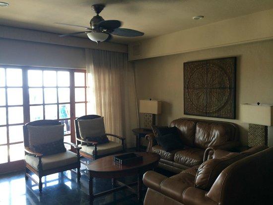 Torres Mazatlan Resort: family room area