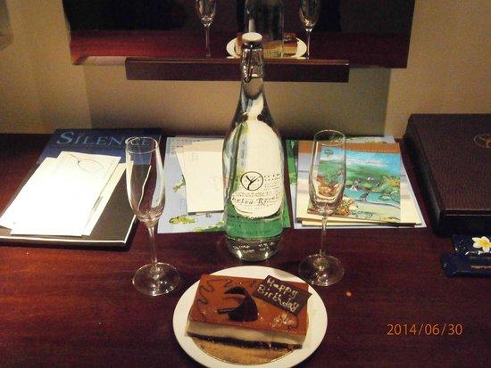 Constance Ephelia : La torta di compleanno!!!