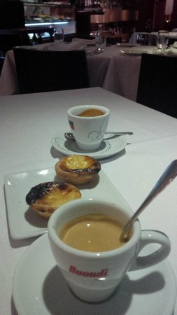 O Nobre : And the coffee still comes with two miniature 'pastéis de nata'!