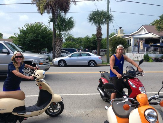 Port City Moped : Scooting on Sullivan's