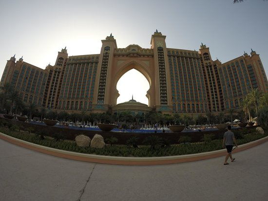 Atlantis, The Palm: Outside view of the hotel