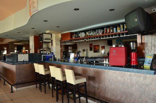 Venezia Resort: бар в отеле