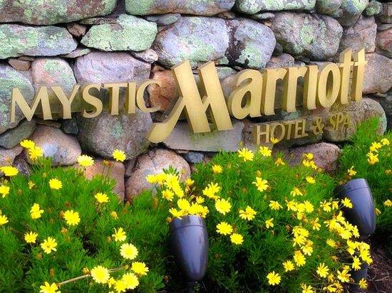 Mystic Marriott Hotel & Spa: Front Entrance