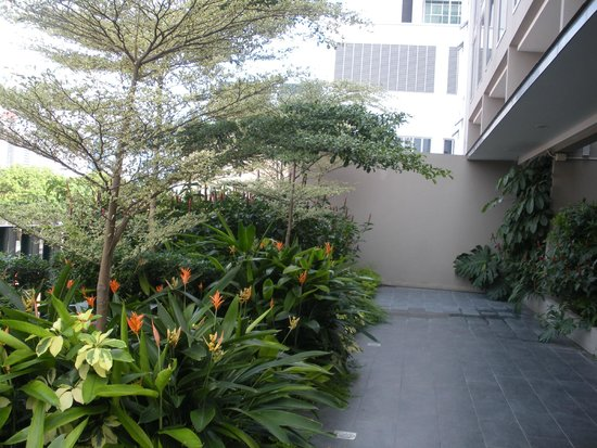 V Hotel Bencoolen: Garden area