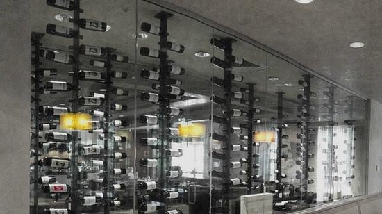Mystic Marriott Hotel & Spa: Wine Wall