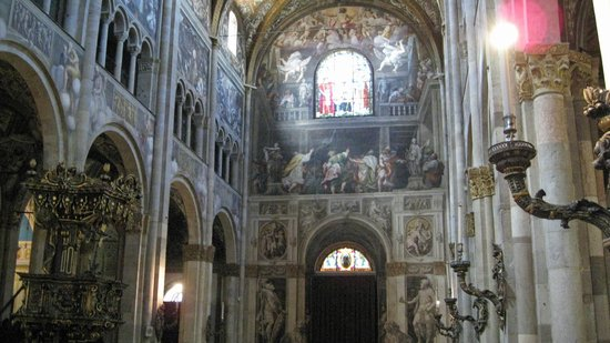 Cattedrale di Parma: Main door including Ascension of Christ by Gambara