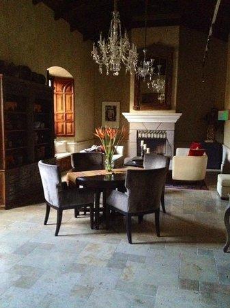 San Rafael Hotel: Beautiful furniture.