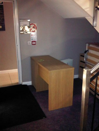 Brookhill Serviced Apartments: Reception area